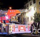 19.07.2016 ++Düsseldorf++ Zimmerbrand mit Menschenrettung - Feuerwehr mit 2 Löschzügen im Einsatz  Die Feuerwehr Düsseldorf wurde um 00:30 Uhrzu einem Zimmerbrandin einem Mehrfamilienhaus auf die Herzogstraßealarmiert. Als die ersten Einsatzkräfte an der Einsatzstelle eintrafen, stellten diese eine deutliche Rauchentwicklung aus dem3. Obergeschoss fest.Parallel zur Brandbekämpfung wurde durch die Wehrleute die Menschenrettung eingeleitet und ein weiterer Löschzug zur Einsatzstelle nachalarmiert.Laut Einsatzleiter waren 2 Bewohnerin Gefahr. Eine Person musste laut ihm aus der Brandwohnung und eine weitere Person aus der Wohnung über der Brandwohnung gerettet werden. *** Local Caption *** 19.07.2016 ++Düsseldorf++ Zimmerbrand mit Menschenrettung - Feuerwehr mit 2 Löschzügen im Einsatz  Die Feuerwehr Düsseldorf wurde um 00:30 Uhrzu einem Zimmerbrandin einem Mehrfamilienhaus auf die Herzogstraßealarmiert. Als die ersten Einsatzkräfte an der Einsatzstelle eintrafen, stellten diese eine deutliche Rauchentwicklung aus dem3. Obergeschoss fest.Parallel zur Brandbekämpfung wurde durch die Wehrleute die Menschenrettung eingeleitet und ein weiterer Löschzug zur Einsatzstelle nachalarmiert.Laut Einsatzleiter waren 2 Bewohnerin Gefahr. Eine Person musste laut ihm aus der Brandwohnung und eine weitere Person aus der Wohnung über der Brandwohnung gerettet werden.