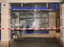 18.10.2016 ++Solingen++ Unbekannte Täter sprengten Geldautomaten in Deutscher Bank Filiale  In der Nacht sprengten bislang unbekannte Täter einen Geldautomaten in der Deutschen Bank Filiale auf der Friedrich-Ebert-Straße in Solingen. *** Local Caption *** 18.10.2016 ++Solingen++ Unbekannte Täter sprengten Geldautomaten in Deutscher Bank Filiale  In der Nacht sprengten bislang unbekannte Täter einen Geldautomaten in der Deutschen Bank Filiale auf der Friedrich-Ebert-Straße in Solingen.