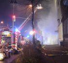 02.12.2016 ++Düsseldorf++ Kellerbrand in einem Mehrfamilienhaus - Starke Rauchentwicklung aus Gebäude  Die Feuerwehr Düsseldorf wurde um 01:00Uhr zu einem Kellerbrand auf die Dreherstraße (Hsnr. 128) alarmiert. Beim Eintreffen der Feuerwehr drang massiver Brandrauch aus denKellerschächten eines Mehrfamilienhauses. Zur Brandbekämpfung wurden mehrere Trupps unter Atemschutz eingesetzt. Mit einem Hochleistungslüfter wurde das Gebäude entraucht. Die Polizei hat die Ermittlungen zur Brandursache aufgenommen. *** Local Caption *** 02.12.2016 ++Düsseldorf++ Kellerbrand in einem Mehrfamilienhaus - Starke Rauchentwicklung aus Gebäude  Die Feuerwehr Düsseldorf wurde um 01:00Uhr zu einem Kellerbrand auf die Dreherstraße (Hsnr. 128) alarmiert. Beim Eintreffen der Feuerwehr drang massiver Brandrauch aus denKellerschächten eines Mehrfamilienhauses. Zur Brandbekämpfung wurden mehrere Trupps unter Atemschutz eingesetzt. Mit einem Hochleistungslüfter wurde das Gebäude entraucht. Die Polizei hat die Ermittlungen zur Brandursache aufgenommen.