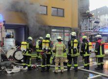 11.01.2017 ++Düsseldorf++ Ausgedehnter Tiefgaragenbrand mit sehr starker Rauchentwicklung  Die Feuerwehr Düsseldorf wurde gegen 12:50 Uhr zu einem Tiefgaragenbrand auf die Albertstrasse alarmiert. Beim Eintreffen der Feuerwehr drang sehr dichter Brandrauch aus dem Gebäude. Laut Einsatzleiter brannten vermutlich Unrat, sowie eine Couch in voller Ausdehnung. Es entstand hoher Sachschaden. Die Polizei hat die Ermittlungen zur Brandursache aufgenommen. *** Local Caption *** 11.01.2017 ++Düsseldorf++ Ausgedehnter Tiefgaragenbrand mit sehr starker Rauchentwicklung  Die Feuerwehr Düsseldorf wurde gegen 12:50 Uhr zu einem Tiefgaragenbrand auf die Albertstrasse alarmiert. Beim Eintreffen der Feuerwehr drang sehr dichter Brandrauch aus dem Gebäude. Laut Einsatzleiter brannten vermutlich Unrat, sowie eine Couch in voller Ausdehnung. Es entstand hoher Sachschaden. Die Polizei hat die Ermittlungen zur Brandursache aufgenommen.