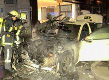 13.01.2017 ++Düsseldorf++ Motorraum von Taxi brannte in voller Ausdehnung in der Altstadt  Die Feuerwehr Düsseldorf wurde gegen 01:35 Uhr zu einem PKW-Brand auf die Heinrich-Heine-Allee alarmiert. Beim Eintreffen der Feuerwehr brannte der Motorraum von einem Taxi in voller Ausdehnung. Die eingeleiteten Löschmaßnahmen zeigten schnell Wirkung. Während der Einsatzmaßnahmen kam es zu geringen Verkehrsbehinderungen. *** Local Caption *** 13.01.2017 ++Düsseldorf++ Motorraum von Taxi brannte in voller Ausdehnung in der Altstadt  Die Feuerwehr Düsseldorf wurde gegen 01:35 Uhr zu einem PKW-Brand auf die Heinrich-Heine-Allee alarmiert. Beim Eintreffen der Feuerwehr brannte der Motorraum von einem Taxi in voller Ausdehnung. Die eingeleiteten Löschmaßnahmen zeigten schnell Wirkung. Während der Einsatzmaßnahmen kam es zu geringen Verkehrsbehinderungen.