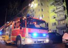 15.01.2017 ++Düsseldorf++ Küchenbrand im 6. Obergeschoss eines Mehrfamilienhauses - 1 Person verletzt  Die Feuerwehr Düsseldorf wurde gegen 20:35 Uhr zu einem Brandeinsatz auf die Potsdamer Straße alarmiert. Im 6. Obergeschosseines Mehrfamilienhauses kam es aus bislang ungeklärterUrsache zu einem Küchenbrand. Beim Eintreffen der Einsatzkräftehatte sichder Brandrauch bereits in dasTreppenhaus und eine Wohnung im 7. Stock ausgebreitet. Eine Person erlitt eine Rauchgasvergiftung und musste unter Notarztbegleitung in ein Krankenhaus transportiert werden. Nach Abschluss der Löscharbeiten wurde das Gebäude mit Hochleistungslüftern entraucht. *** Local Caption *** 15.01.2017 ++Düsseldorf++ Küchenbrand im 6. Obergeschoss eines Mehrfamilienhauses - 1 Person verletzt  Die Feuerwehr Düsseldorf wurde gegen 20:35 Uhr zu einem Brandeinsatz auf die Potsdamer Straße alarmiert. Im 6. Obergeschosseines Mehrfamilienhauses kam es aus bislang ungeklärterUrsache zu einem Küchenbrand. Beim Eintreffen der Einsatzkräftehatte sichder Brandrauch bereits in dasTreppenhaus und eine Wohnung im 7. Stock ausgebreitet. Eine Person erlitt eine Rauchgasvergiftung und musste unter Notarztbegleitung in ein Krankenhaus transportiert werden. Nach Abschluss der Löscharbeiten wurde das Gebäude mit Hochleistungslüftern entraucht.