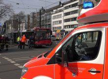 17.03.2017 ++Düsseldorf++ Mehrere Verletzte nach Vollbremsung von Linienbus - Verkehrsbehinderungen  Die Feuerwehr Düsseldorf wurde gegen 10:40 Uhr zu einem Einsatzauf die Grafenberger Alle Ecke Beethovenstraße alarmiert. Durch eine Vollbremsung eines Busses wurden mehrere Fahrgäste leicht verletzt. *** Local Caption *** 17.03.2017 ++Düsseldorf++ Mehrere Verletzte nach Vollbremsung von Linienbus - Verkehrsbehinderungen  Die Feuerwehr Düsseldorf wurde gegen 10:40 Uhr zu einem Einsatzauf die Grafenberger Alle Ecke Beethovenstraße alarmiert. Durch eine Vollbremsung eines Busses wurden mehrere Fahrgäste leicht verletzt.