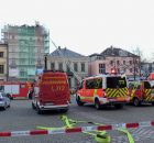 24.03.2017 ++Wuppertal++  Dachstuhl brannte in voller Ausdehnung - Großeinsatz für die Feuerwehr  Die Feuerwehr Wuppertal wurde am frühen Abend zu einem ausgedehnten Dachstuhlbrand auf die Friedrich-Ebert-Straße alarmiert. Beim Eintreffen der Feuerwehr brannte der Dachstuhl bereits in voller Ausdehnung. Umgehend wurde die Brandbekämpfung eingeleitet. Schnell gelang es den Einsatzkräften den Brand unter Kontrolle zu bekommen. Verletzt wurde nach ersten Informationen glücklicherweise niemand. *** Local Caption *** 24.03.2017 ++Wuppertal++  Dachstuhl brannte in voller Ausdehnung - Großeinsatz für die Feuerwehr  Die Feuerwehr Wuppertal wurde am frühen Abend zu einem ausgedehnten Dachstuhlbrand auf die Friedrich-Ebert-Straße alarmiert. Beim Eintreffen der Feuerwehr brannte der Dachstuhl bereits in voller Ausdehnung. Umgehend wurde die Brandbekämpfung eingeleitet. Schnell gelang es den Einsatzkräften den Brand unter Kontrolle zu bekommen. Verletzt wurde nach ersten Informationen glücklicherweise niemand.