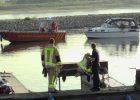 20.04.2017 ++Rhein bei Monheim++ Havarie auf dem Rhein - Motorschaden bei Motoryacht  Die Feuerwehr Monheim wurde gegen 17:40 Uhr zu einer Havarie zum Rheinkilometer 709 alarmiert. Eine Motoryacht erlitt einen Motorschaden. Das manövrierunfähige Boot drohte in die Fahrrinne der Berufsschifffahrt abzudriften. Das Mehrzweckboot der Feuerwehr sicherte die Yacht mit einem Seil und schleppte es unter Begleitung der Wasserschutzpolizei in den Hitdorfer Hafen. *** Local Caption *** 20.04.2017 ++Rhein bei Monheim++ Havarie auf dem Rhein - Motorschaden bei Motoryacht  Die Feuerwehr Monheim wurde gegen 17:40 Uhr zu einer Havarie zum Rheinkilometer 709 alarmiert. Eine Motoryacht erlitt einen Motorschaden. Das manövrierunfähige Boot drohte in die Fahrrinne der Berufsschifffahrt abzudriften. Das Mehrzweckboot der Feuerwehr sicherte die Yacht mit einem Seil und schleppte es unter Begleitung der Wasserschutzpolizei in den Hitdorfer Hafen.