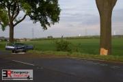 <h5>25-04-2015-Dormagen-Schutzengel-PKW-prallt-gegen-Baum</h5>