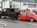 Schwerer Unfall: VW Käfer fuhr auf einen Mercedes Geländewagen a