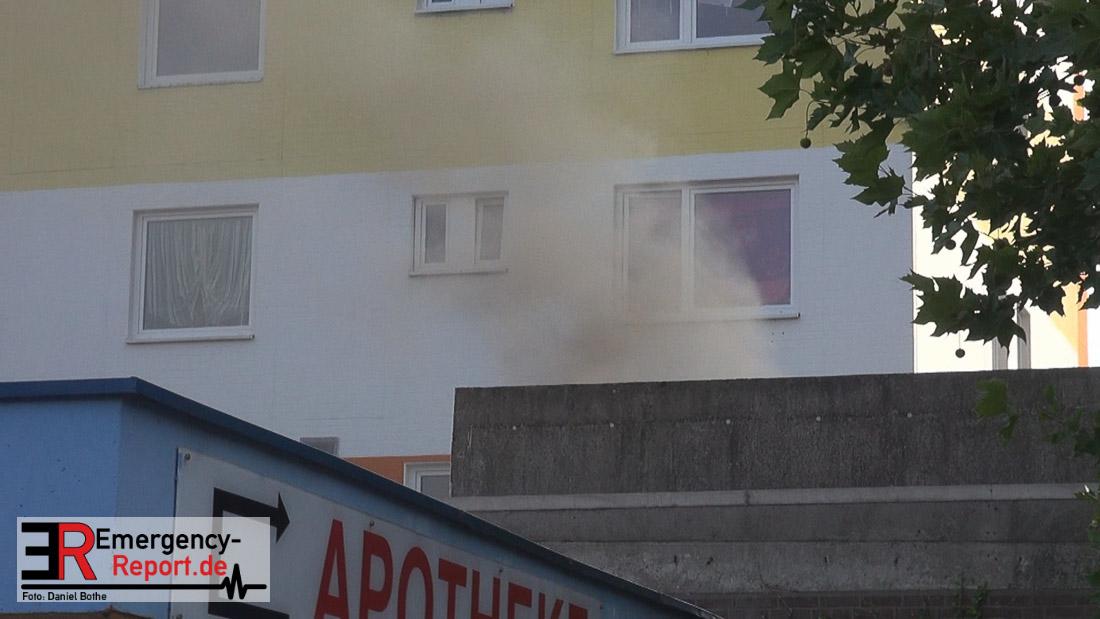 Neuss Weckhoven - Feuer auf Flachdach